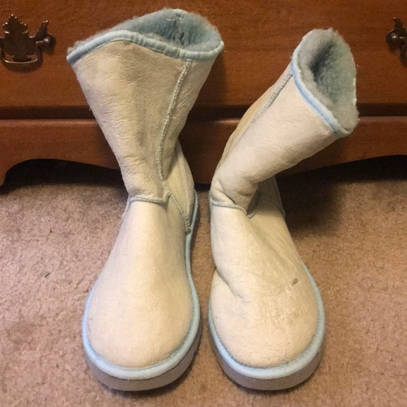 bb744bd127a Women's Size 10 Uggs Snow Boots Classic Short W10
